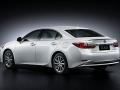 2016 Lexus ES 300h 005