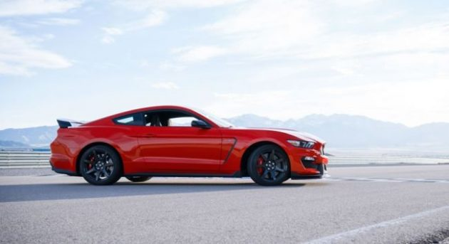 2016 Mustang Shelby GT350R Side View