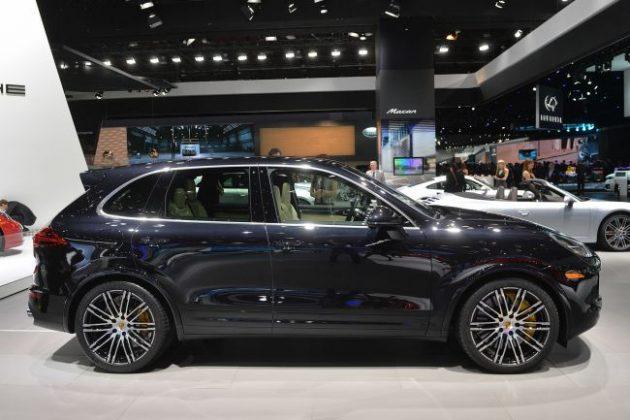 2016 Porsche Cayenne Side View