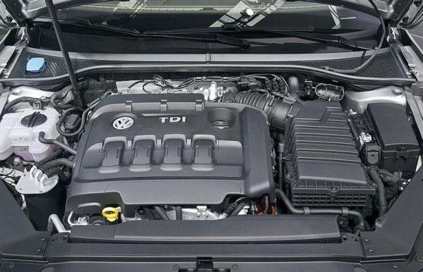 2016-Volkswagen-Passat-Engine
